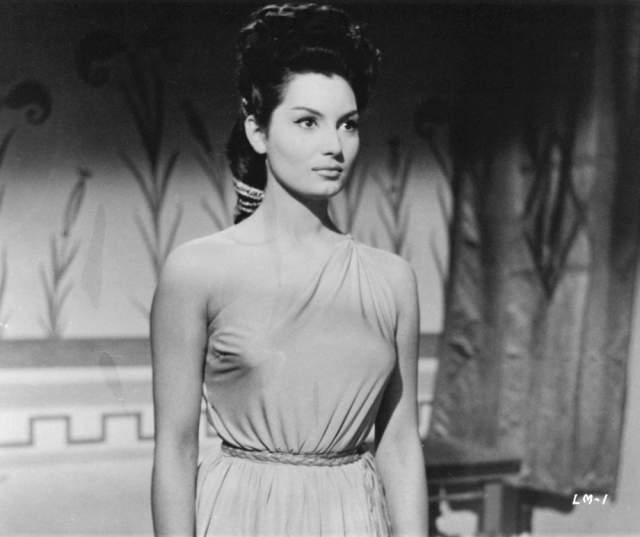 """Розанна Скьяффино Итальянская актриса, популярная в 1960-х годах. Советским кинозрителям известна главным образом по роли графини Жанны де Бовэ в фильме """"Тайны Бургундского двора"""" (1961)"""