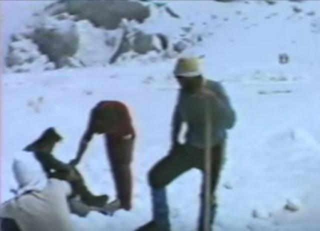 Работали круглые сутки, не щадя себя: на вздыбленном ледово-фирновом склоне в любую минуту могло все рухнуть.