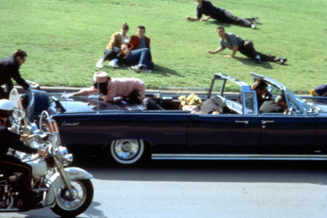 На самом деле, это кадр из документального фильма-реконструкции об убийстве президента.