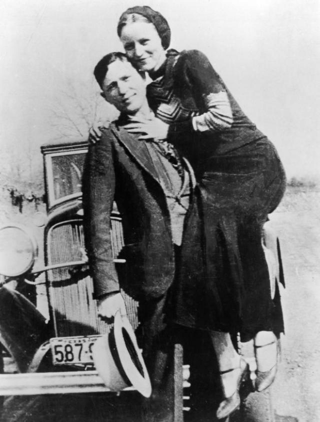 """Бонни и Клайд. Пожалуй, вряд ли найдется хоть кто-то, кому не были бы известны имена американских грабителей, действовавших во времена Великой депрессии. Выражение """"Бонни и Клайд"""" даже стало нарицательным для обозначения любовников, которые не в ладах с законом"""