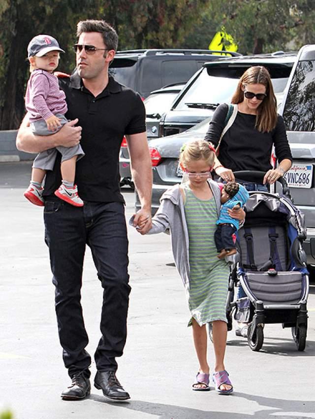 Аффлеку не удалось спасти брак с Дженнифер Гарнер, от которой у него, к слову, трое детей, но звезда Голливуда все еще старается вернуть хотя бы дружбу бывшей супруги.