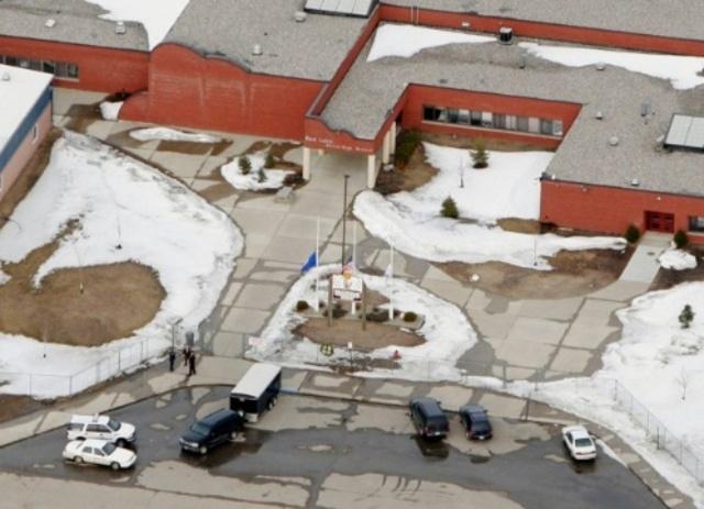 Массовое убийство в школе Ред-Лейка (убитых -10, раненых - 5) - 21 марта 2005 года.