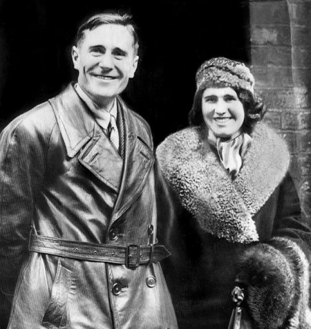 Первым нелегально прилетел в СССР на самолете англичанин Брайан Монтегю Гровер, который будучи в командировке влюбился в советскую девушку, дочь местного аптекаря, и захотел на ней жениться.