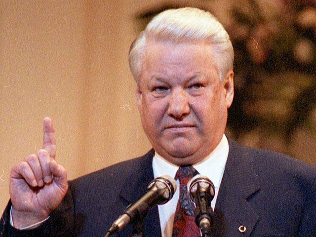 """Борис Ельцин : """"Разве российский шоколад хуже импортного? А пиво? О водке я не говорю""""."""