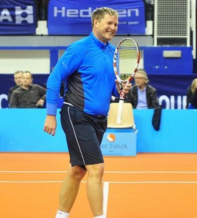 Евгений был признан в России лучшим теннисистом столетия, однако, после завершения карьеры к спорту явно охладел.