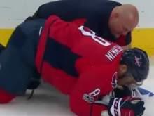 В матче НХЛ Овечкину разбили лицо шайбой