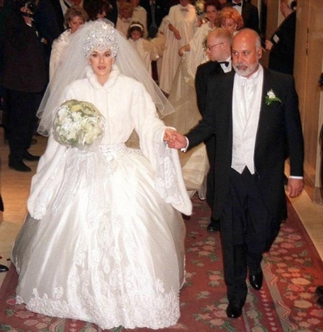 Селин Дион. Стиль певицы также никогда не оставлял сомнений, но почему-то именно в день свадьбы с ним случился сбой.