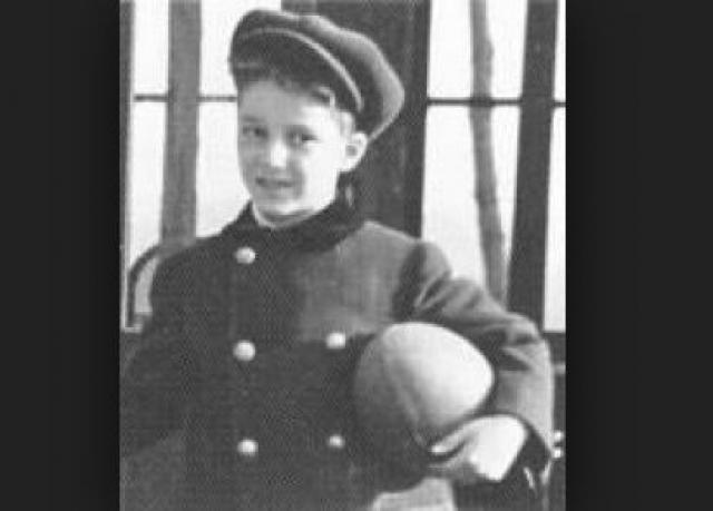 Прямо перед ними в лодку сел 13-летний Джон Райсон, после чего офицер, отвечавший за посадку, приказал не брать на борт мальчиков-подростков. Люси Картер находчиво накинула на 11-летнего сына свою шляпку и села вместе с ним.