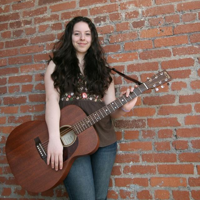 Тейлор Митчелл. Канадская фолк-певица 1990 года рождения, успевшая записать один альбом и ставшая номинанткой на канадскую музыкальную премию для молодых артистов, умерла в преддверии своего первого турне.