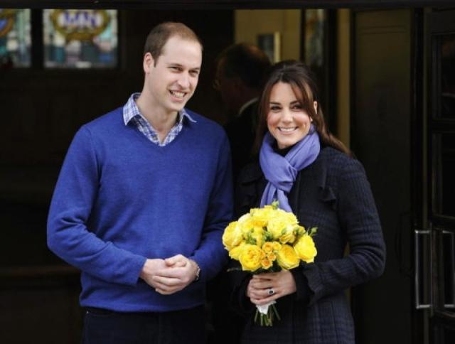 Первая информация о беременности Кейт Миддлтон просочилась в СМИ в начале декабря, когда она попала в больницу с сильным токсикозом. Британская королева Елизавета II постановила, что ребенок будет носить титул принца и будет именоваться Его королевским высочеством, принцем Кембриджским.