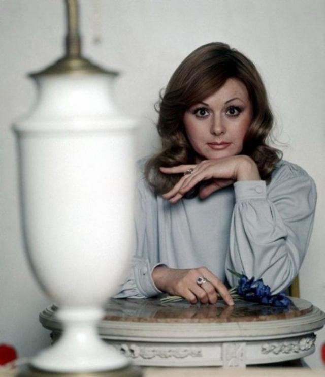 """Комедийный талант актриса проявила и в телевизионном Кабачке """"13 стульев"""", где она блистала в роли очаровательной пани Катарины."""