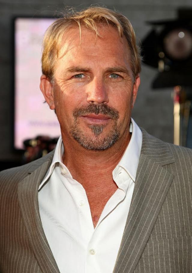 Кевин Костнер. Оскароносный актер попробовал себя в легком порно в начале 80-х.