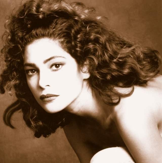 Симона Каваллари Современная итальянская актриса, снимается в кино и сериалах.