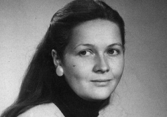 Наталья Гундарева. Актриса никогда не страдала отсутствием внимания со стороны противоположного пола и была замужем три раза, но детей так и не завела.