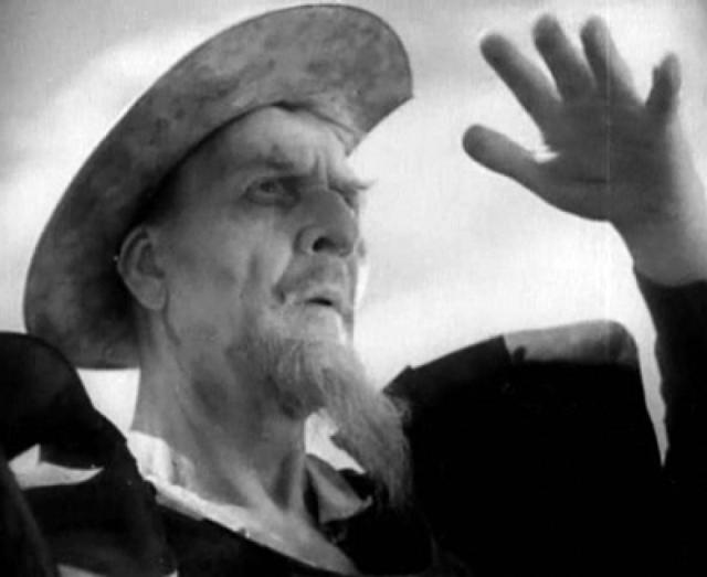 """В 1927 Шаляпина лишили гражданства СССР и отобрали звание. В конце лета 1932 года актер снялся в кино, исполнив главную роль в фильме Георга Пабста """"Приключения Дон Кихота"""" по одноименному роману Сервантеса. Фильм был снят сразу на двух языках - английском и французском, с двумя составами актеров."""