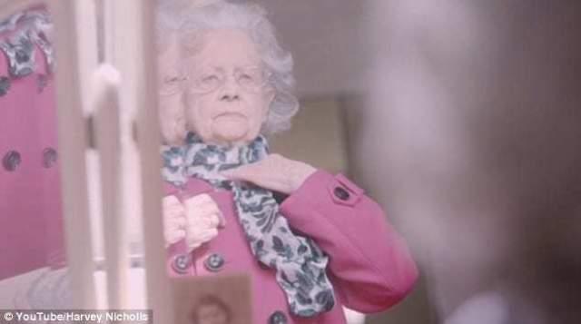 Сейчас она проживает в доме престарелых в Бирмингеме.