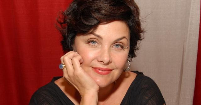 """Сейчас актриса предпочитает серьезные роли. Ее можно увидеть в сериалах """"Девочки Гилмора"""" и """"Рэй Донован""""."""