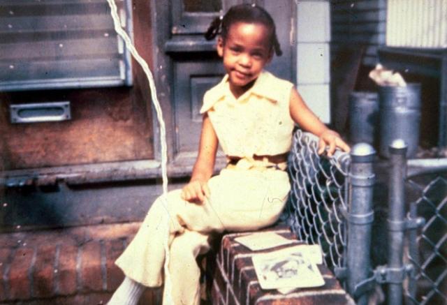 """Мать певицы назвала ее в честь актрисы Уитни Блэйк: перед рождением Уитни Сисси целыми днями смотрела в роддоме комедийный сериал """"Хэзел"""", где Блэйк играла одну из главных ролей. Второе имя певицы Элизабет, которое она получила в честь своей бабушки."""