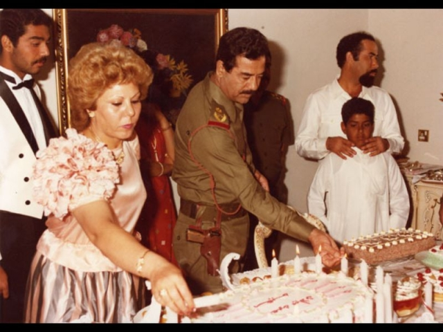 В саду одного из своих дворцов Саддам собственноручно посадил куст элитных белых роз, который назвал именем Саджиды и которым очень дорожил.