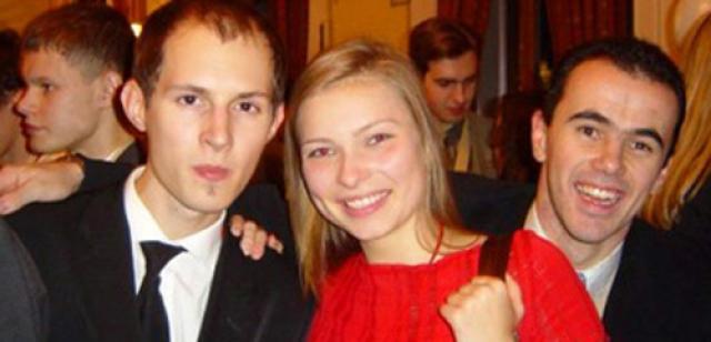 Павел родился 10 октября 1984 года в Ленинграде в интеллигентной семье.