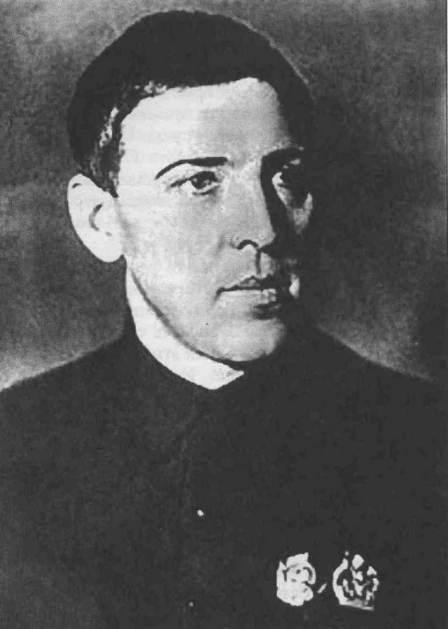 В 1935 году Алексей Григорьевич окончил на шахте курсы забойщиков.