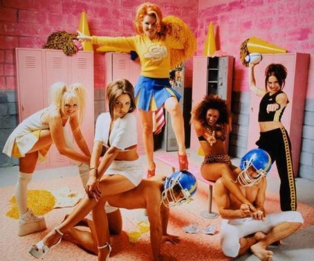 """Но выкрутились девушки изящно, просто несколько удлинив новое имя группы - """"Spice Girls""""."""