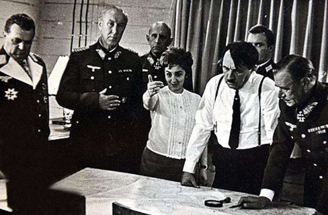"""А Гитлером стал немецкий актер Фриц Диц, который еще с эпопеи """"Освобождение"""" навечно прописался в этой роли."""