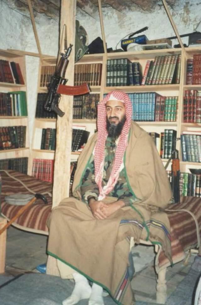 """Выяснилось, что больше всего книг в личной библиотеке основателя """"Аль Каиды"""" были посвящены тому, как западные авторы пишут о терактах 11 сентября, ответственность за которые бен Ладен взял на себя."""