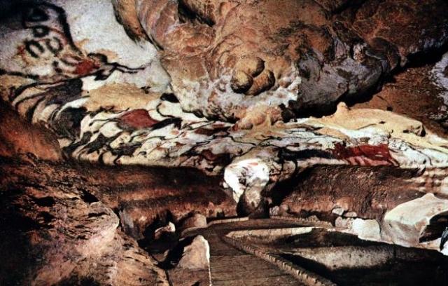 Именно Брейль первым установил подлинность наскальных рисунков, описал и изучил их. Именно с этого момента считается, что древние люди могли таким образом изображать пережитые события.
