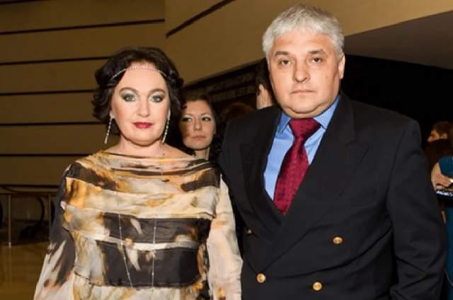 С 1999 года Лариса Гузеева замужем за ресторатором Игорем Бухаровым, с которым воспитывает дочь Ольгу.