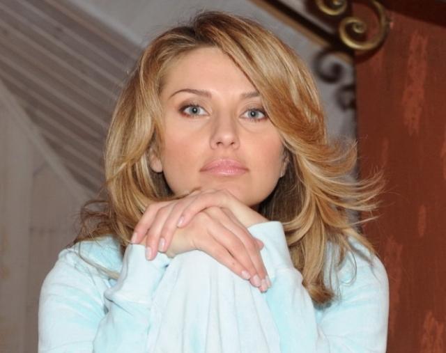 Громкий скандал и последовавший за ним развод сделал Екатерину Архарову одной из самых узнаваемых персон в стране.