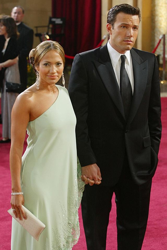 Актер подарил возлюбленной шестикаратное помолвочное кольцо, которое она активно демонстрировала везде и всюду. Свадьба должна была состояться в сентябре 2003 года, но за несколько часов до церемонии Бен все отменил