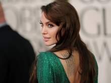 В Сеть попали редкие кадры 16-летней Джоли в белье