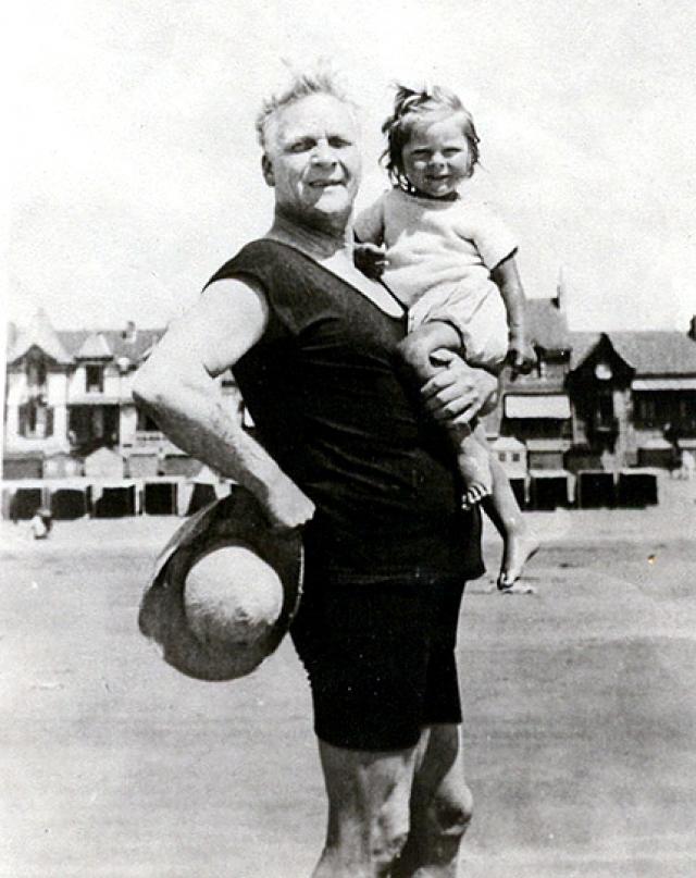 В 1927 г. Ф. Шаляпина лишили гражданства СССР и отобрали звание.