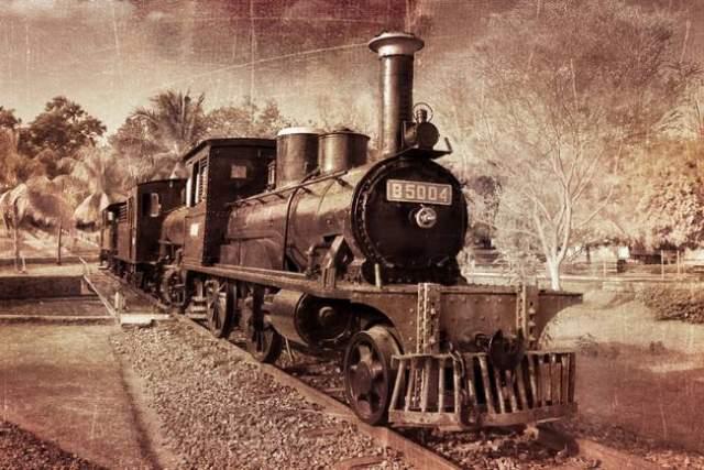 """Тем временем местные издания сообщили следующее. 14 июня 1911 года Римская железнодорожная компания устроила презентацию прогулочного поезда, состоящего из небольшого паровоза с тремя вагончиками, изготовленными фирмой """"Санетти""""."""