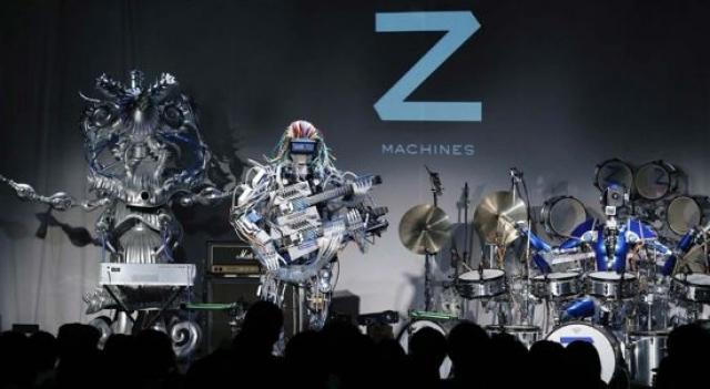 """Коллектив состоит из трех машин: робот-гитарист Мах, робот-барабанщик """"Ашура"""" и робот-клавишник """"Космос""""."""