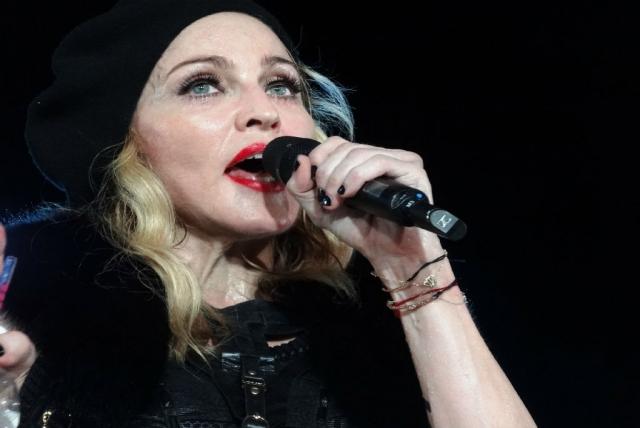 """Сперва Мадонна пыталась отшучиваться, но затем официально принесла извинения. """"Я прошу прощения, если я кого-то обидела использованием слова на букву """"н"""" в своем Instagram. Это не должно было быть расистским высказыванием. Я не расист…"""