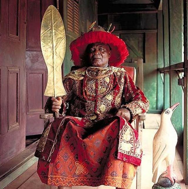Игве Кеннет Ннаджи Онимеке Оризу III. Король племени нневи в Нигерии. Когда в 1963 году его провозгласили королем, Игве был фермером, а его 10 жен родили ему 30 детей.