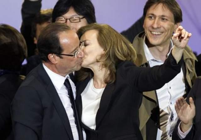 Олланд не стал отрицать роман, ограничившись заявлением о том, что его брак с гражданской женой, первой леди Франции Валерии Триервейлер, переживает не лучшие времена. На фото: Франсуа Олланд и Валери Триервейлер 7 мая 2012 года