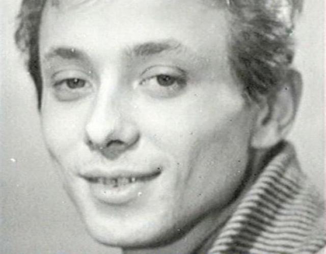 Когда Олег окончил среднюю школу и решил поступать в Высшее театральное училище имени М. С. Щепкина, родители были категорически против этого, кроме того, Даль с детства картавил.