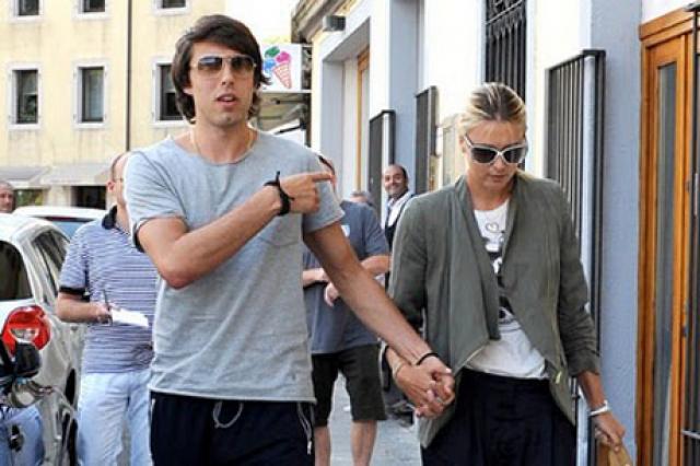 Вскоре между 23-летней теннисисткой и 25-летним баскетболистом завязались романтические отношения.