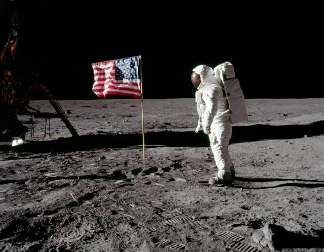 """О красной планете заговорили в конструкторских бюро лишь в 1969 году. Лунная """"гонка"""" было проиграна , можно было начинать """"гонку"""" марсианскую."""