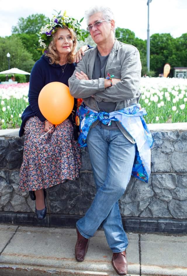 Первая супруга актера, с которой он в тот момент был уже в разводе, скончалась в Лондоне в результате ошибки врачей. С 1995 года женат на Ирине Алферовой, известной актрисе, с которой вместе воспитывал детей от первого брака.