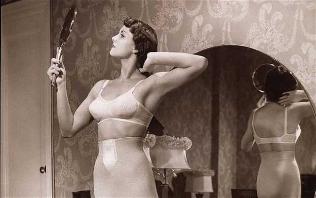 Очередной переворот в области нежных туалетов совершила в 20-х годах русская эмигрантка Ида Розенталь, совместно с мужем создавшая знаменитое предприятие Maidenform. Основным нововведением стали раздельные чашечки на бретелях.