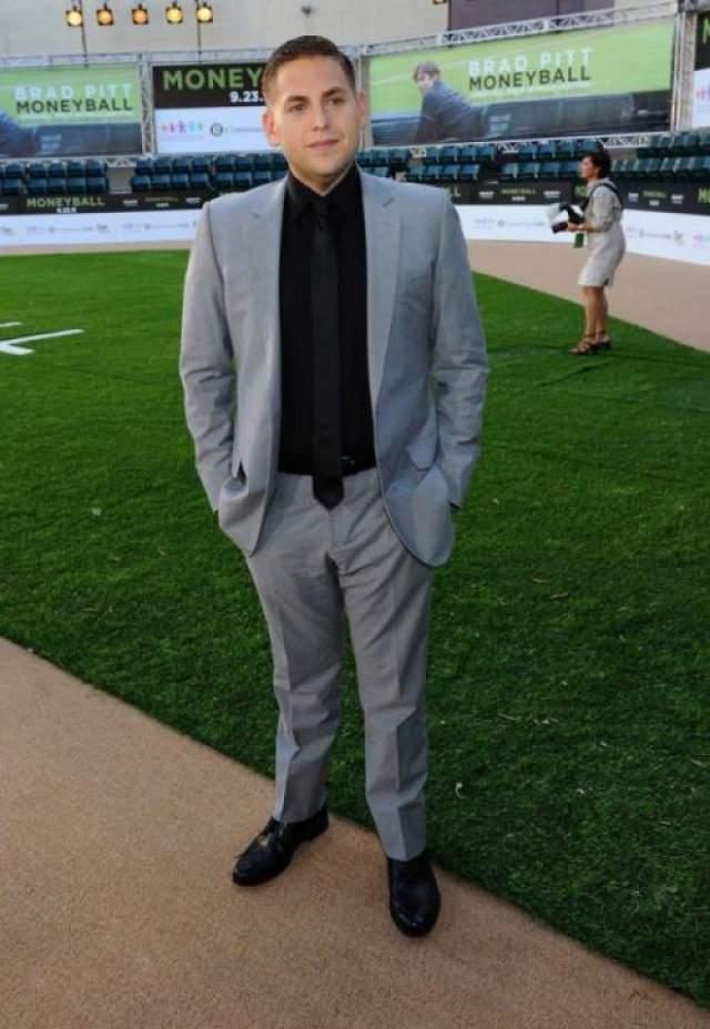 """В 2012 году Джона Хилл поразил резкими переменам в облике. 30-летний актер """"убрал"""" 18 килограммов, при этом, появляясь в новом качестве на публике, выглядел растерянно."""