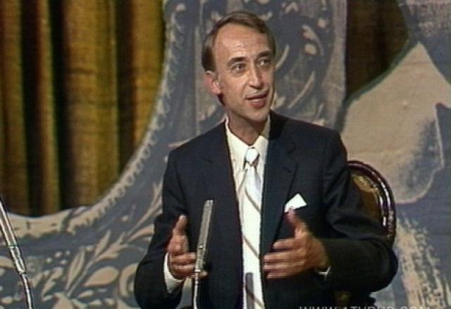 Был принят в Союз писателей, много выступал на эстраде и даже сыграл пару небольших ролей в кино.