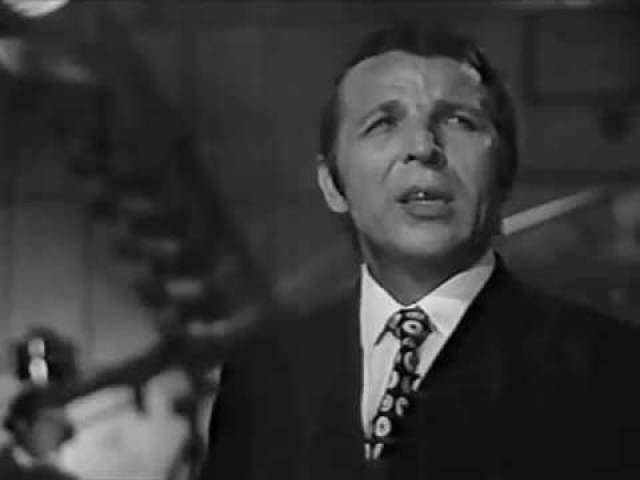 """Владимир Макаров. Главным хитом певца была """"Последняя электричка"""", звучавшая по всему советскому союзу, также он исполнял """"Травы, травы"""", """"Дрозды""""."""