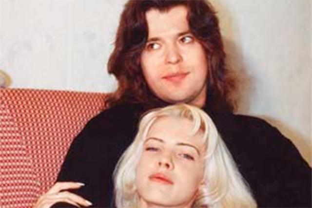 Расписались артисты 1 января 1989 года. По воспоминаниям друзей, с 1 по 10 января молодожены целыми днями пили шампанское, целовались и выглядели вполне счастливыми.