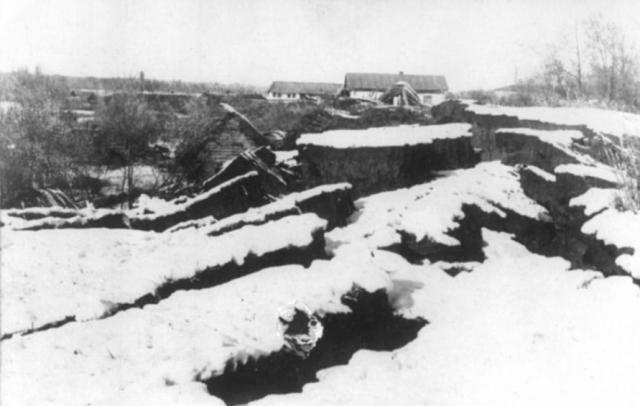 Кеминское землетрясение. 4 января 1911 произошло землетрясение в долинах рек Чон-Кемин, Чилик и Чон-Аксу, Средняя Азия (современный Казахстан). Его магнитуда составила 8,2 по шкале Рихтера. Очаг землетрясения располагался на глубине около 25 километров. Толчки ощущались на площади около четырех миллионов квадратных километров.