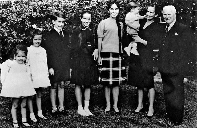 В браке родилось восемь детей: Джеральдина (31 июля 1944), Майкл (7 марта 1946); Жозефина (28 марта 1949); Виктория (19 мая 1951); Юджин Энтони (23 августа 1953); Джейн (23 мая 1957); Аннет (3 декабря 1959) и Кристофер (6 июля 1962).